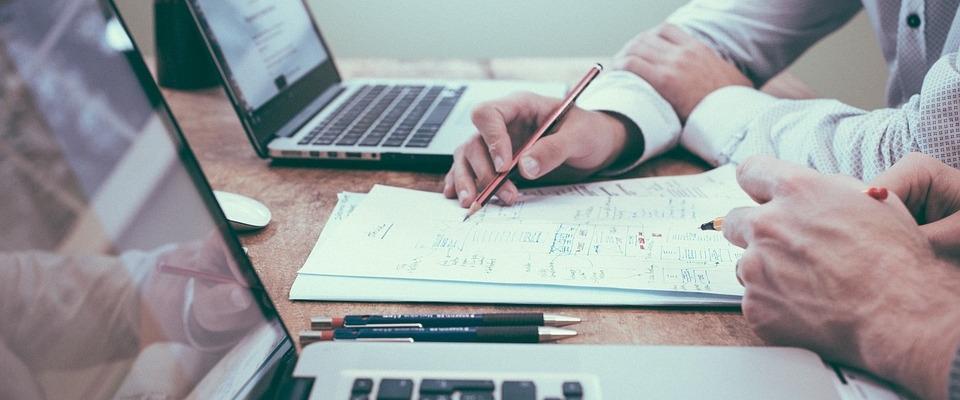 Charla informativa del CADE sobre ayudas para autónomos, emprendedores, etc.