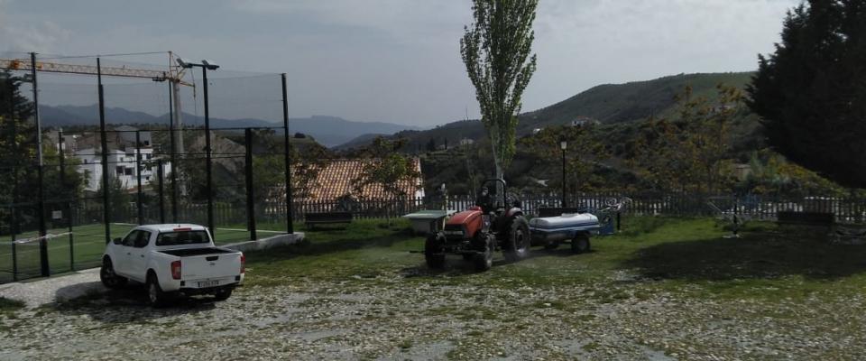 Continúan las labores de desinfección de las calles de Huétor