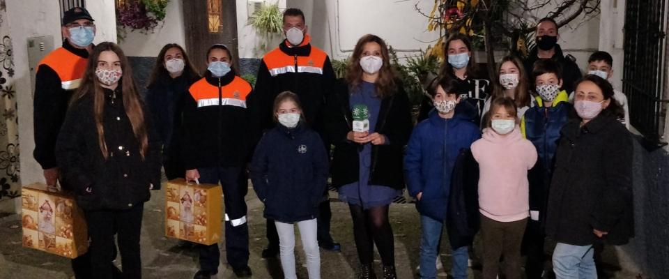 Continúa el reparto de las cestas de Navidad en Huétor Santillán