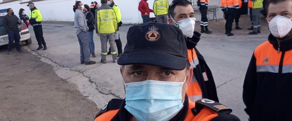 Miembros de Protección Civil se unen a la búsqueda de una persona desaparecida en Moclín