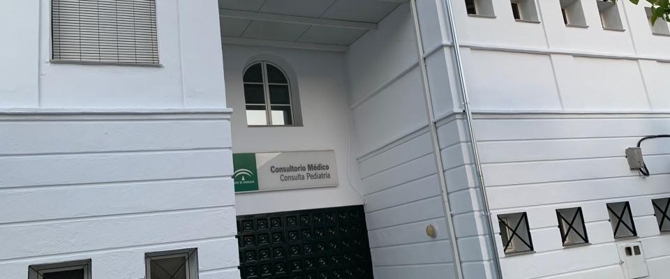 Se finaliza el pintado de la Casa de la Cultura de Huétor Santillán