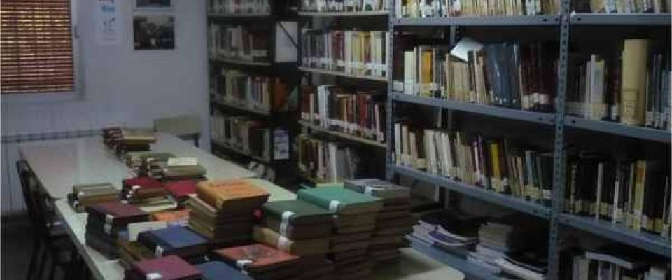 Vacaciones y Exposición. Biblioteca Municipal
