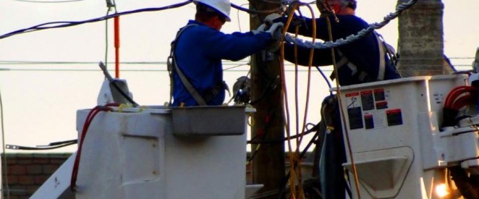 Se busca a personas de Huétor con conocimientos de electricidad