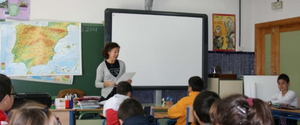 Ayes Tortosa presenta su nuevo  libro de cuentos en el colegio