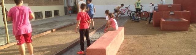 Los niños hacen suya la Plaza-Mirador del Portillo