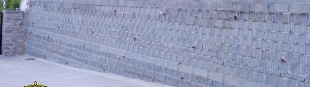 Obras en la pared de la acequia
