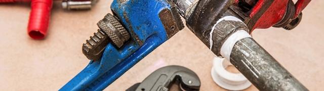 Continúan las labores de mantenimiento: arreglada una tubería en el Colmenar